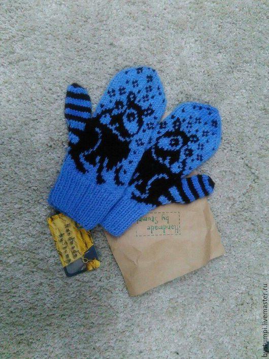 Варежки, митенки, перчатки ручной работы. Ярмарка Мастеров - ручная работа. Купить Варежки с Енотом голубые. Handmade. Рисунок, теплые
