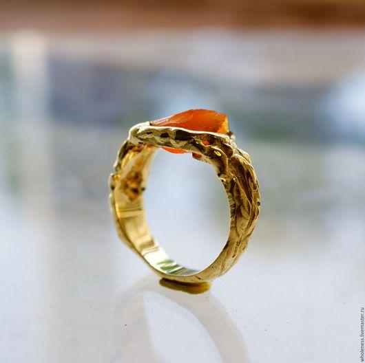 Золотое кольцо с огненным опалом