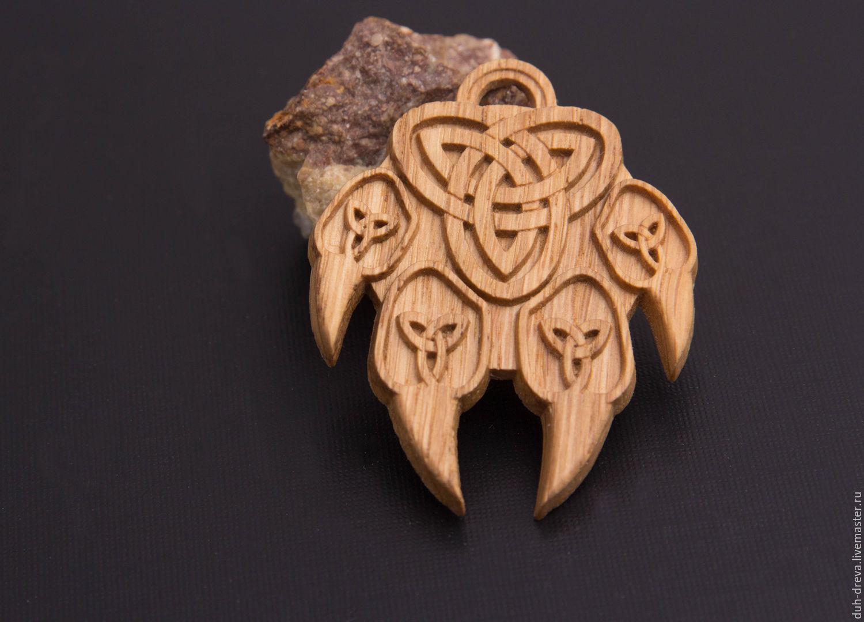 Деревянный кулон `Лапа волка`
