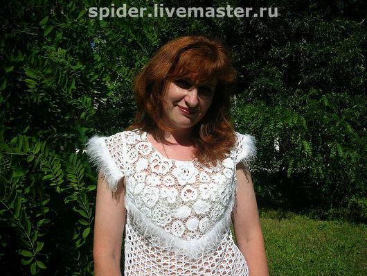 Белый хлопок. прозрачный бисер и пух - это все  для нарядной летней блузы
