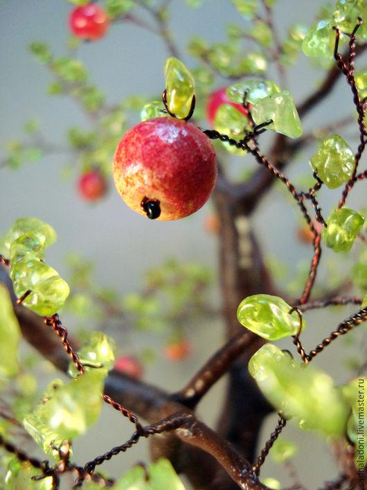 Дерево из натурального хризолита и кораллового известняка `Наливные яблочки`2. Авторский дизайн. Авторская ручная работа. Дерево счастья. Сад на ладони. Ярмарка мастеров.
