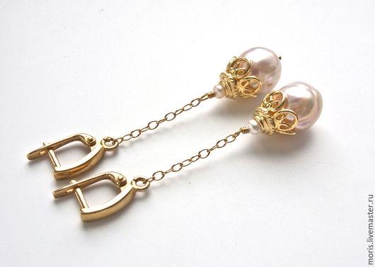 Позолоченные серьги из белого жемчуга Касуми. Длинные серьги на цепочках из великолепного белого жемчуга Kasumi-Like  и красивого позолоченного серебра, размер жемчужин 12 мм х 13 мм.