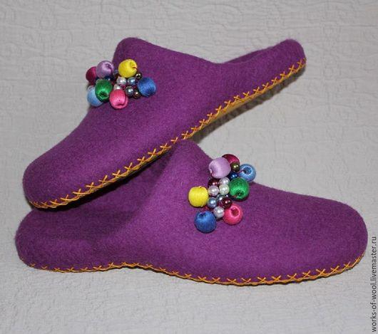 """Обувь ручной работы. Ярмарка Мастеров - ручная работа. Купить Валяные тапочки """"Бусинки"""". Handmade. Тапочки, женские тапочки"""
