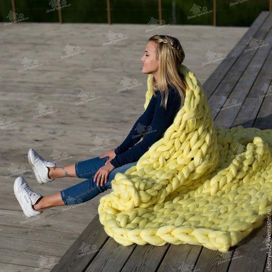 Лимонный пышный плед из шерсти мериноса. Размер пледа на фото 130*170 см Цена: 9400 рублей