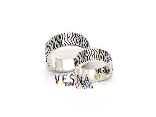 Необычные обручальные кольца из белого золота `Очаг`.
