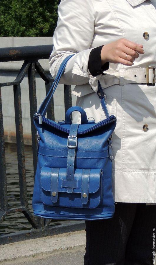 С аксессуаром сине-голубого яркого цвета хорошее настроение гарантированно. В нужный момент с Вами всегда будет вместительная сумка или удобный рюкзак.