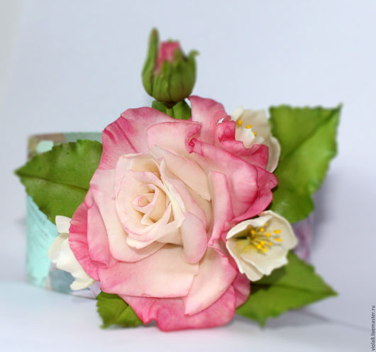 брошь,брошь цветок,брошь роза,полимерная глина,лепка,холодный фарфор,роза,бело-розовый. Цветы и украшения Зарифы Пироговой.