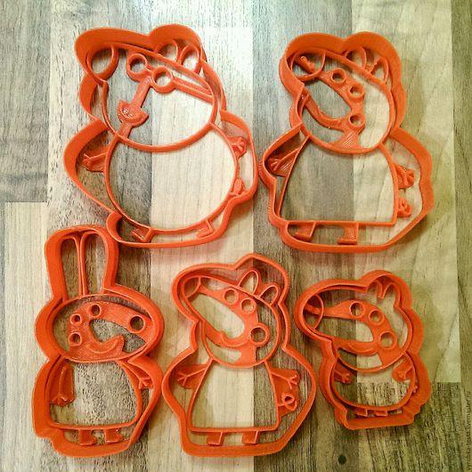 Персонажи из развивающего мультфильма Свинка в виде форм-вырубок для печенья, пряников, мастики и пластилина. Порадуйте своих детей! Можно сделать формы на заказ по фото.