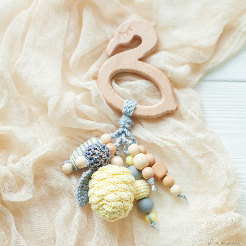 Прорезыватель-погремушка фламинго, грызунок из бука желтый серый, Слингобусы, Рязань,  Фото №1
