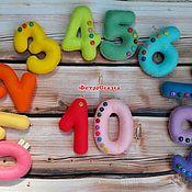 Мягкие игрушки ручной работы. Ярмарка Мастеров - ручная работа Цифры из фетра, на магнитах (разноцветные, с пуговичками). Handmade.