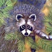 """Картины и панно ручной работы. Ярмарка Мастеров - ручная работа Картина шерстью """"Енот на дереве"""". Handmade."""