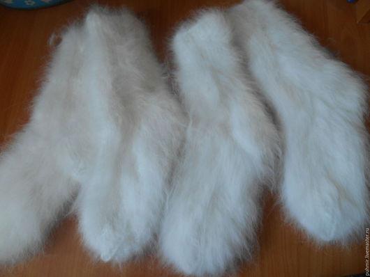 Носки из кроличьего пуха.Цвет белоснежный.Очень красивые,резинки не жмут всё по ноге.Связаны на спицах.Толстые,зимние,теплые,пушистые и приятные на ощупь.Размеры от 37-до 41.Продаются в розницу