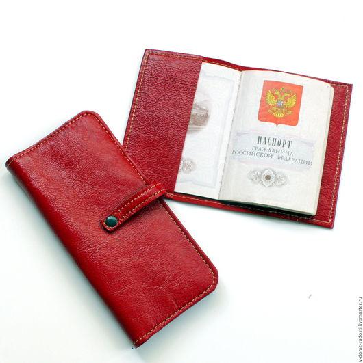 Купить кошелек из натуральной кожи, обложка на паспорт из натуральной кожи, красный кожаный кошелек, красивый подарок, подарок на 8 марта Мастер Сечкина Юлия http://www.livemaster.ru/v-dome-radosti