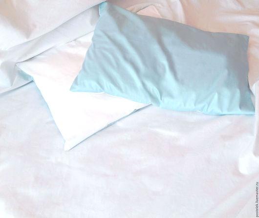 Однотонное постельное белье из сатина голубого и белого цвета