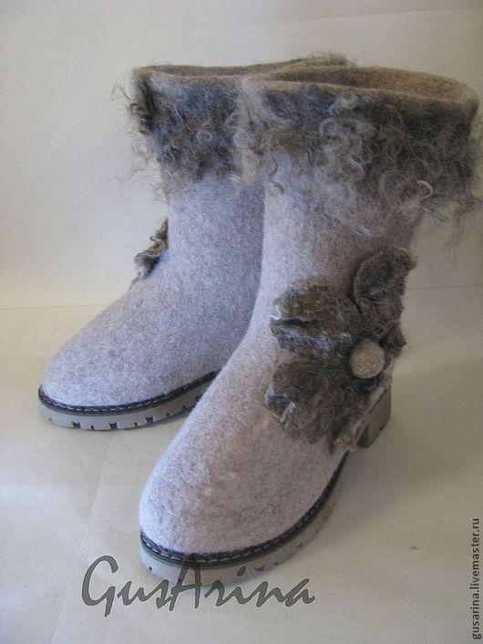 Теплые валенки-сапожки выполнены из натуральной шерсти, комфортные в носке. высота голенища 32 см. Качественная TR подошва- не скользит, очень удобная.