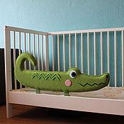 Для дома и интерьера ручной работы. Ярмарка Мастеров - ручная работа Защитный бортик Крокодил на кроватку. Handmade.