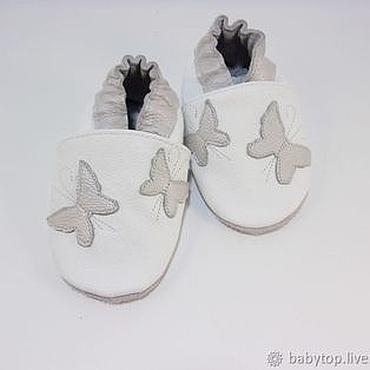 """Обувь ручной работы. Ярмарка Мастеров - ручная работа Кожаные тапочки""""Бабочки"""",чешки, детская обувь. Handmade."""