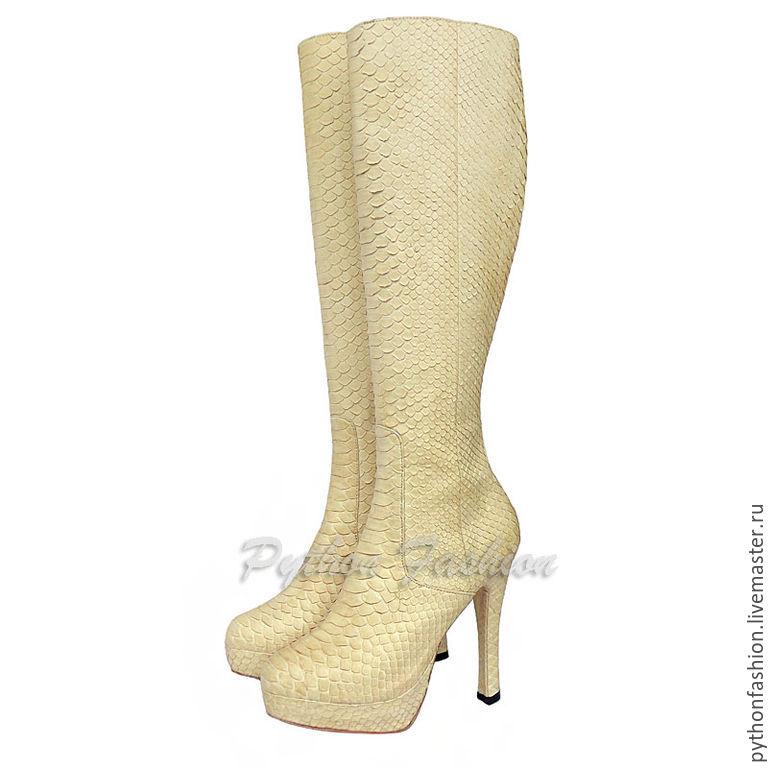 boots Python. Women's boots of the Python on the heel. Pimonova fashion platform shoes. Boots handmade Python zip. Stylish Economie boots. High boots made of Python.