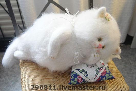 Игрушки животные, ручной работы. Ярмарка Мастеров - ручная работа. Купить Кошка Марта. Handmade. Белая кошка, авторская кукла