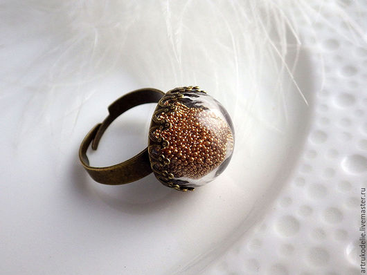 Кольцо Моя принцесса. Нежное колечко с полой стеклянной полусферой заполненной микробисером в тон цвету металла. Цвет античная бронза. Купить кольцо безразмерное стеклянный шар. Елена Чернобров