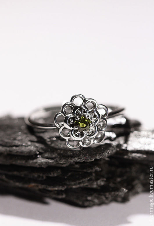 Кольца ручной работы. Ярмарка Мастеров - ручная работа. Купить Серебряное кольцо с зеленым сапфиром.. Handmade. Серебряное кольцо