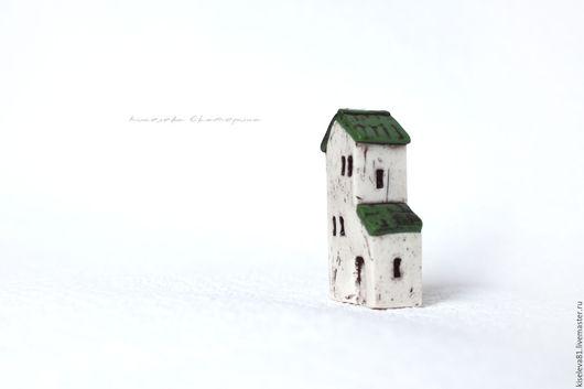 Миниатюрные модели ручной работы. Ярмарка Мастеров - ручная работа. Купить Домик белый с зеленой крышей декоративный интерьерный в подарок. Handmade.