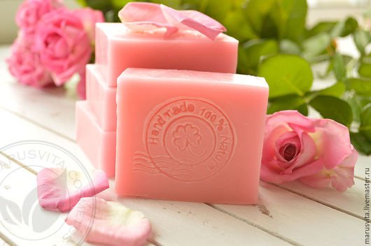 Розовое мыло