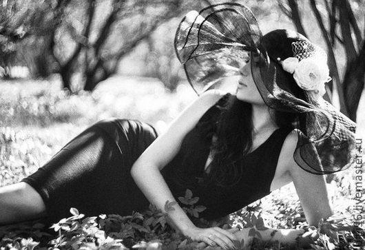 """Шляпы ручной работы. Ярмарка Мастеров - ручная работа. Купить Шляпа летняя """" Белые розы"""". Handmade. Чёрно-белый"""