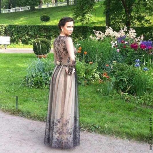 Цена данного платья 25000 рублей.