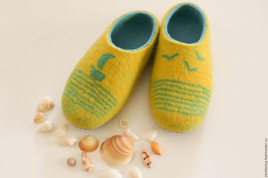 """Обувь ручной работы. Ярмарка Мастеров - ручная работа. Купить Войлочные тапочки """"Каникулы у моря"""". Handmade. Желтый, подарок"""