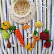 Куклы и игрушки ручной работы. Ярмарка Мастеров - ручная работа Набор вязанных овощей, фруктов и грибочков в корзинке. Handmade.