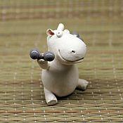 Куклы и игрушки ручной работы. Ярмарка Мастеров - ручная работа Бегемотик с гантелями. Handmade.