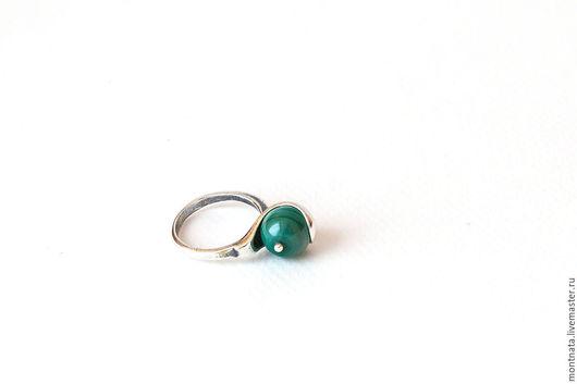 Кольца ручной работы. Ярмарка Мастеров - ручная работа. Купить Кольцо с натуральным малахитом.. Handmade. Ярко-зелёный, малахит, кольцо