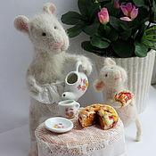 Куклы и игрушки ручной работы. Ярмарка Мастеров - ручная работа Мыши МАМИНА СЛАСТЁНА,(Мышки, семья, чаепития). Handmade.