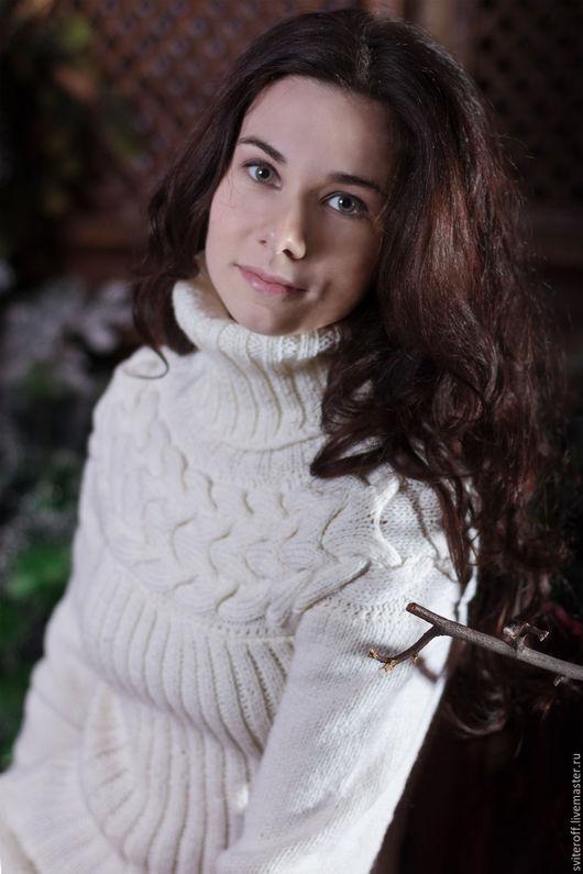 Вязаный молочный теплый свитер ручной работы `Milky` от Sviteroff