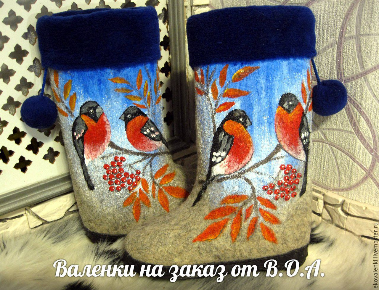 Boots hand rolls,with fur and painted akrilom bullfinches`.Sole the price increases on 800rub.Boots can be ordered in a different color.And fur is also on your desire to change the color.You can order