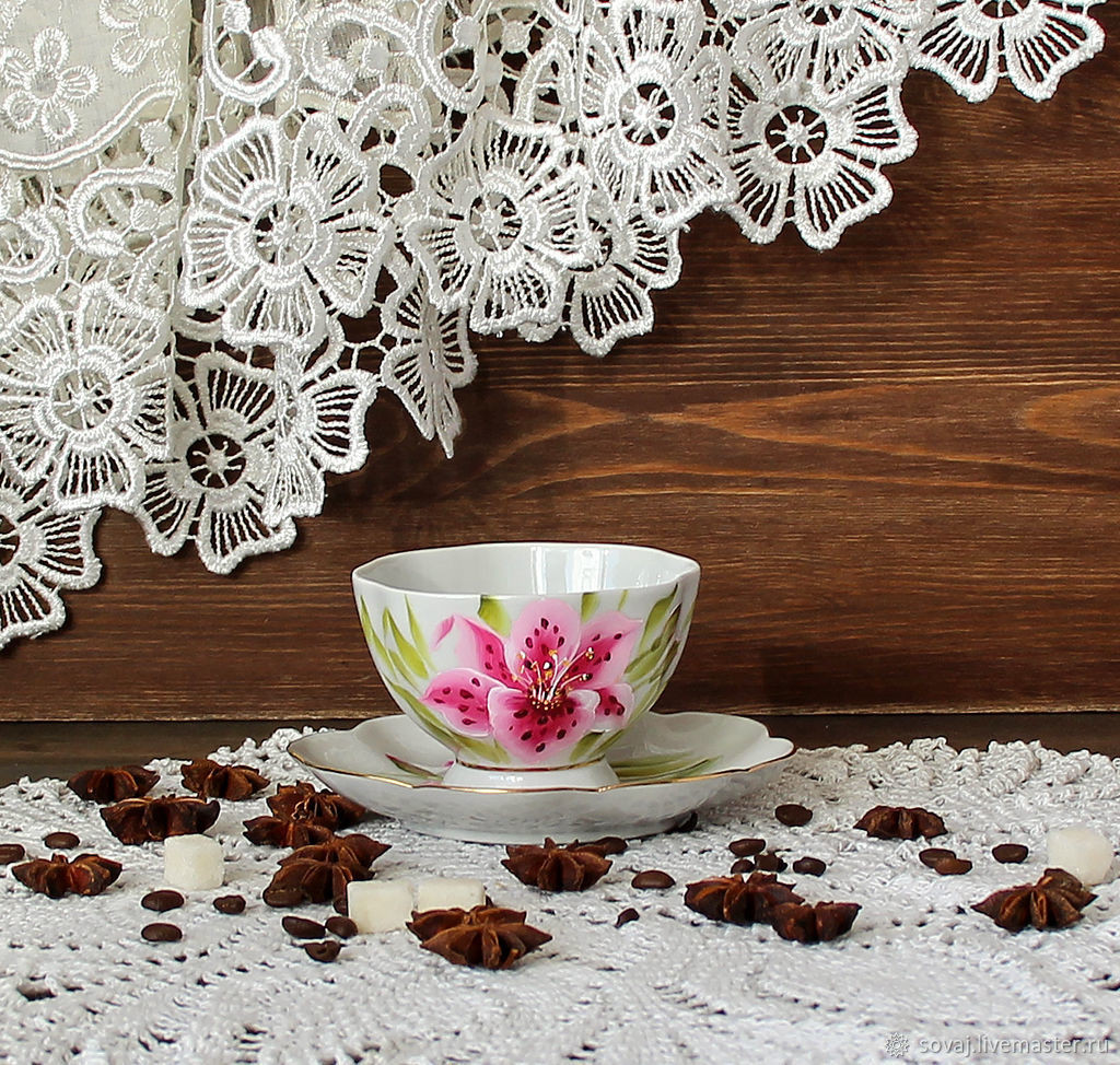 Decorative vase with painted ' Lilies', Single Tea Sets, , Фото №1