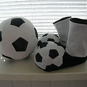Обувь ручной работы. Ярмарка Мастеров - ручная работа Футбольные флисовые тапочки. Handmade.