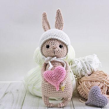 Куклы и игрушки ручной работы. Ярмарка Мастеров - ручная работа Влюбленный зайчик с длинными ушкам в шапочке с 2 сердечками. Handmade.