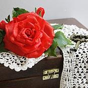 Украшения ручной работы. Ярмарка Мастеров - ручная работа Заколка-зажим Алая роза. Холодный фарфор.. Handmade.