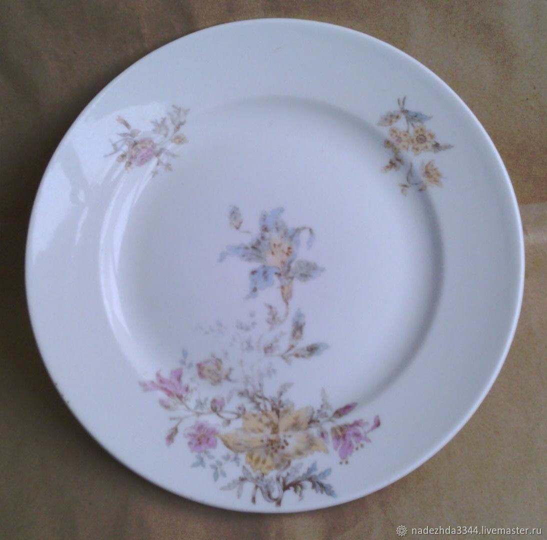 Vintage Kitchenware. Livemaster - handmade. Buy To 1917. Plate. 23,5 cm. Kuznetsov in Moscow.White, porcelain