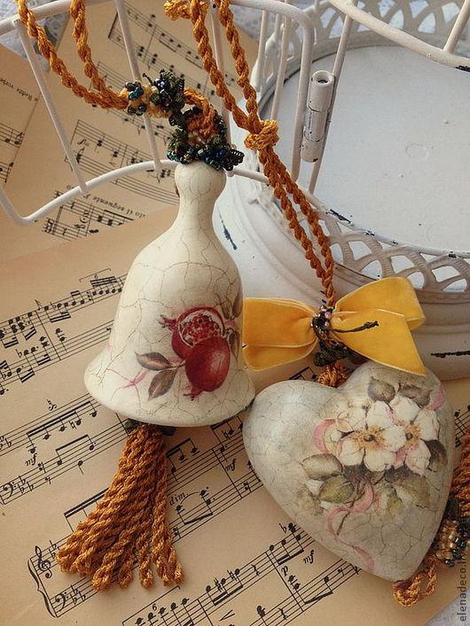 """Подвески ручной работы. Ярмарка Мастеров - ручная работа. Купить """"Flores et fructus"""" Колокольчик и сердечко  интерьерные. Handmade. Колокольчик"""