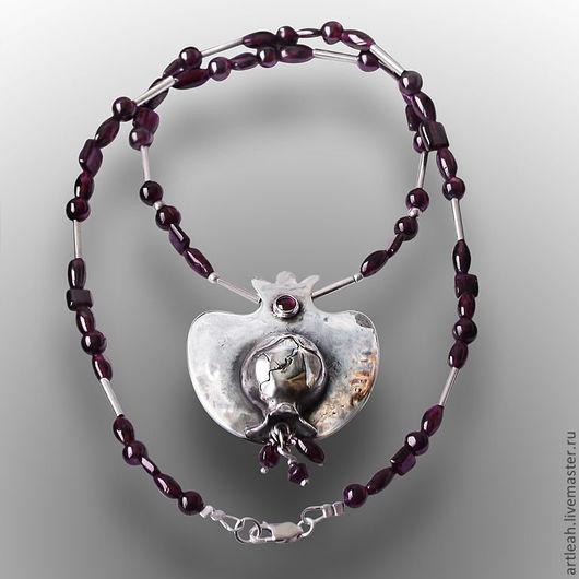 Колье, бусы ручной работы. Ярмарка Мастеров - ручная работа. Купить Ожерелье из натуральных гранатов с подвеской в виде граната Paradise. Handmade.