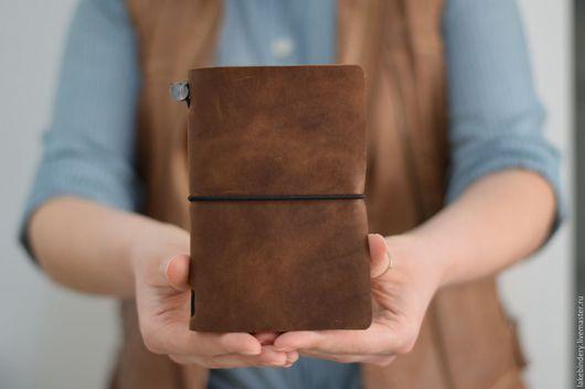 Записные книжки ручной работы. Ярмарка Мастеров - ручная работа. Купить Кожаный блокнот со сменными блоками Travellers notebook Midori style. Handmade.
