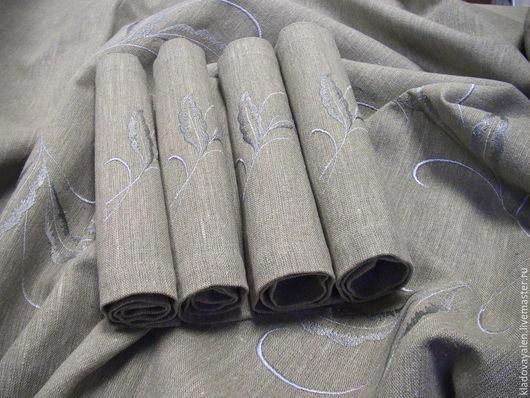 Скатерть льняная с вышивкой `Перья` с плейсметами.