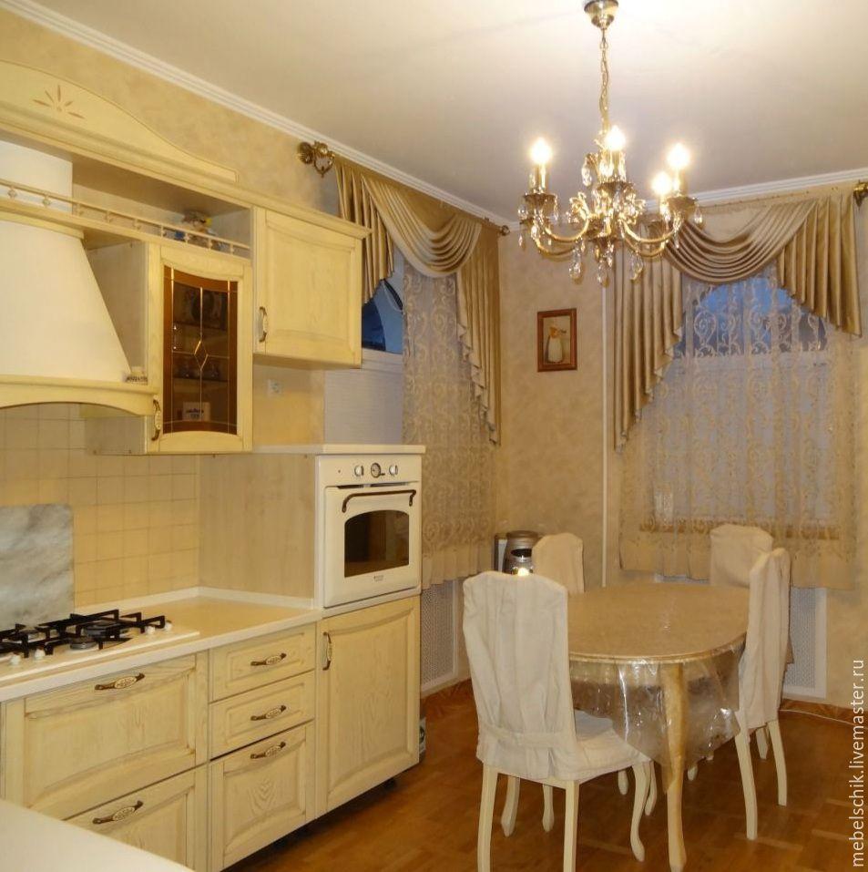 кухонный гарнитур, стол обеденный, стулья из дерева