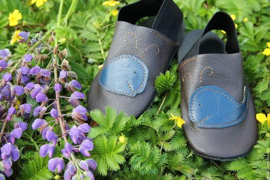 Детская обувь ручной работы. Ярмарка Мастеров - ручная работа. Купить кожаные чешки для детского сада. Handmade. Коричневый