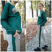 Одежда ручной работы. Ярмарка Мастеров - ручная работа Костюм модный из замши на трикотаже для девушек и кормящих мам.Зеленый. Handmade.