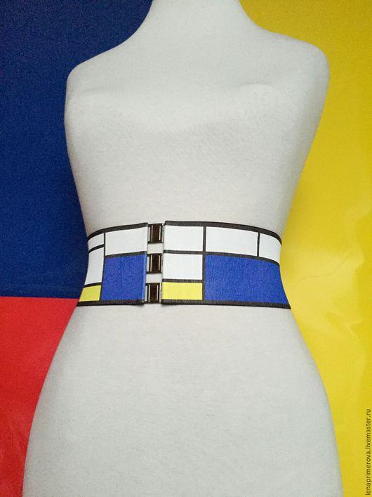 Графическое изображение цветовых геометрических форм на поясе (синий, желтый, красный, белый) может меняться, то есть смещаться в зависимости от разной длины пояса.