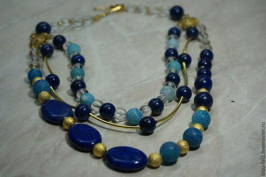 """Колье """"Глубина""""  Горный хрусталь передает прозрачность воды, лазурит олицитворяет  синеву океана в глубине .Агат африканский голубого цвета создает переход и объединяет эти цвета."""